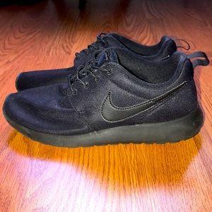 COPY - Nike Roshe Run (Size 6 GS)